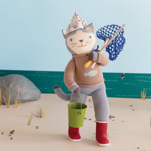 Sardine the cat at the beach going fishing